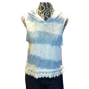 SLEEVELESS HOODED TOP W/ LACE DETAIL
